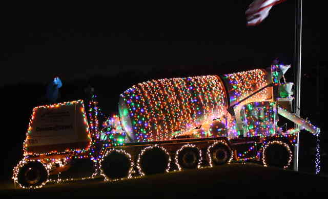 XmasConcreteTruck02